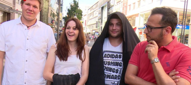 Schüler wagen ein Burka-Experiment